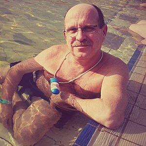 Muž 57 rokov Pezinok