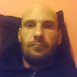 Muž 34 rokov Senec